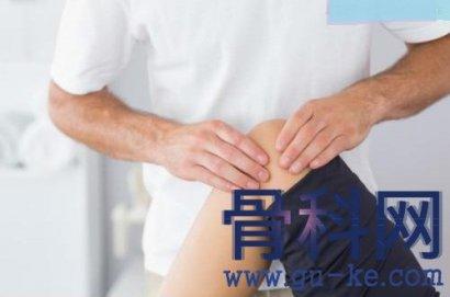 膝盖痛上楼走路难,按摩膝关节可以改善吗?