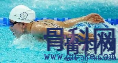 腰椎间盘突出游泳需要注意什么,适合什么游泳姿势?