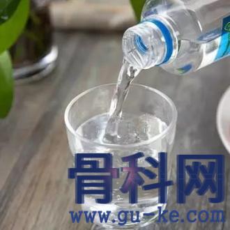 苏打水有益痛风,哪一种才是最好?