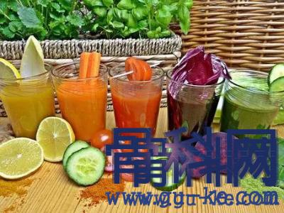 如何预防痛风发作?每餐1杯果蔬汁,促进尿酸排泄