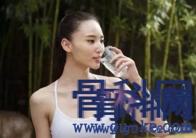 """常饮苏打水,真能""""碱""""化身体,有利于治疗痛风吗?"""