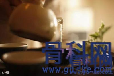 茶水能够降尿酸吗?喝茶对痛风缓解有帮助吗?