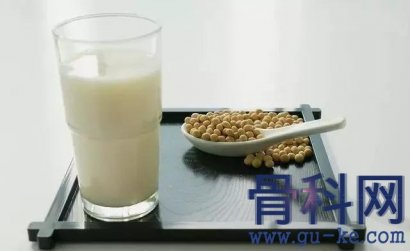 喝豆浆把尿酸降了?是什么原因?