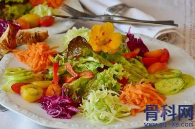 食物中的嘌呤藏在,哪究竟哪些食物属于高嘌呤?哪些食物属于低嘌呤?