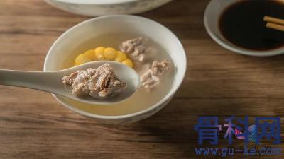 吃什么可以补钙?骨头汤、虾皮、芝麻酱补钙吗?